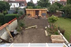 der Garten wartet auf den Rollrasen - am nächsten Tag ist alles grün!