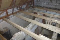 die neue Zwischendecke sichert den Dachstuhl