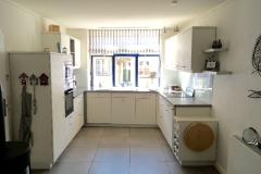 ...die helle und große Küche...